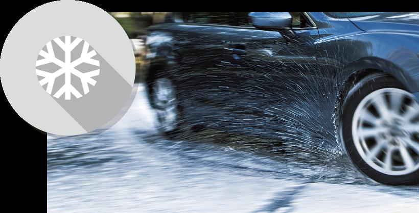積雪路面を走る車