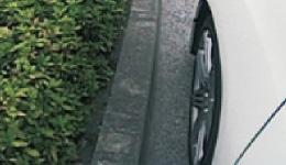 サイドをモニターでしっかり見ながら運転できるので縦列駐車の時も安心